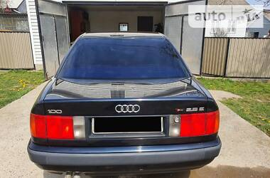 Седан Audi 100 1994 в Черновцах