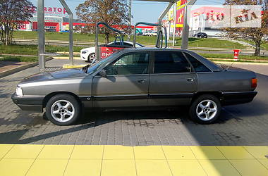 Седан Audi 200 1986 в Ровно