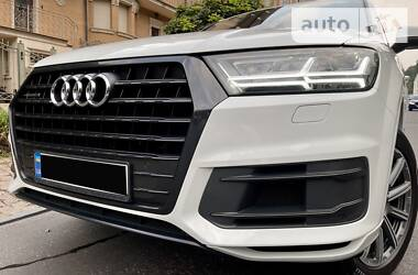 Внедорожник / Кроссовер Audi Q7 2017 в Киеве