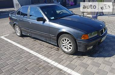 Седан BMW 318 1992 в Киеве