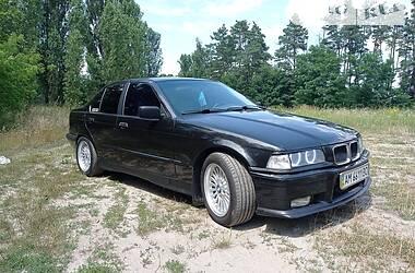 Седан BMW 318 1993 в Макарове