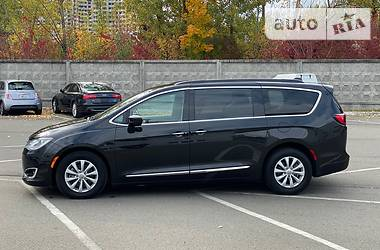 Chrysler Pacifica 2017 в Києві