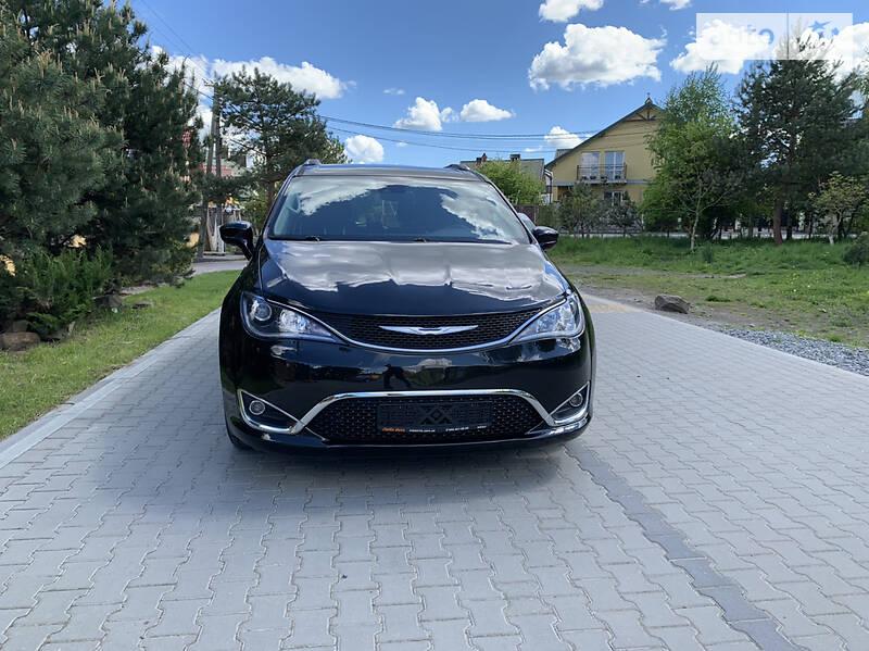 Минивэн Chrysler Pacifica 2016 в Львове