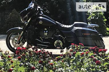 Harley-Davidson CVO Street Glide Milwaukee-Eight 114