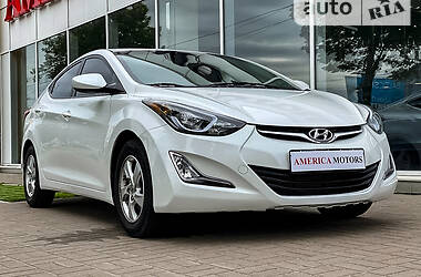 Седан Hyundai Elantra 2015 в Киеве
