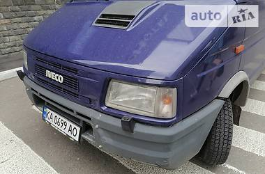 Микроавтобус (от 10 до 22 пас.) Iveco TurboDaily 2000 в Киеве