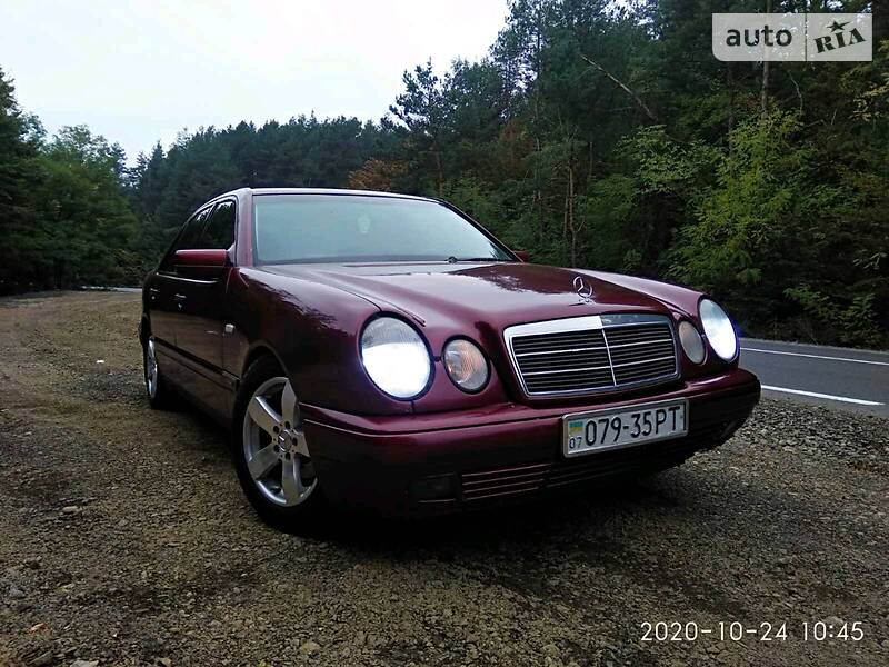 Mercedes-Benz 220 Elegance