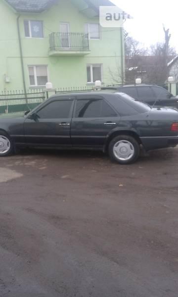 Mercedes 230 1989 года в Львове
