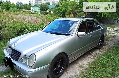 Седан Mercedes-Benz E 200 2001 в Києві