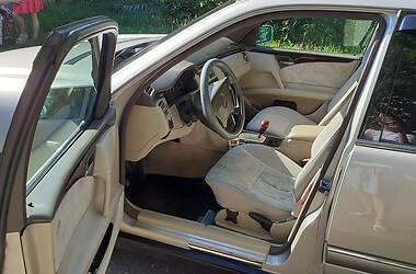 Седан Mercedes-Benz E 230 1996 в Кам'янському