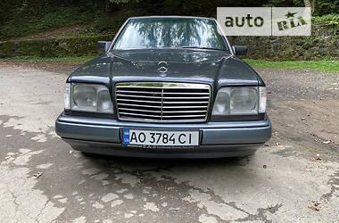 Седан Mercedes-Benz E 280 1994 в Рахове