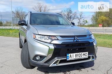 Внедорожник / Кроссовер Mitsubishi Outlander 2020 в Киеве