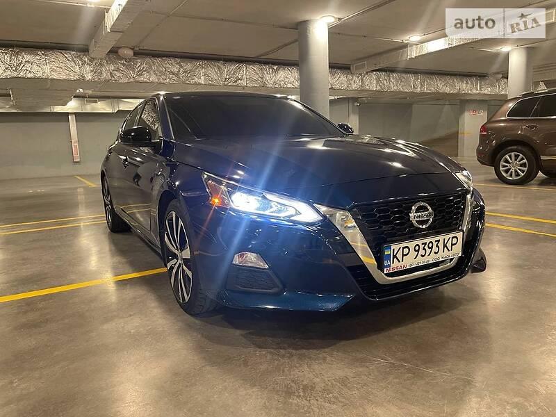 Седан Nissan Altima 2019 в Киеве