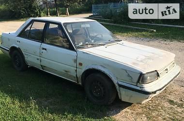Седан Nissan Bluebird 1989 в Подволочиске