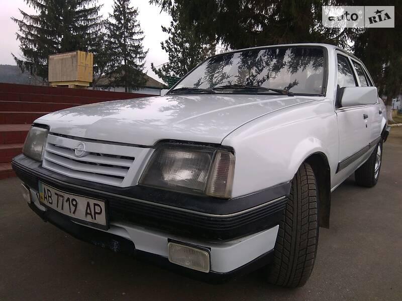 Opel Ascona 1986 в Ямполе