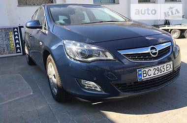 Opel Astra J AT 2010