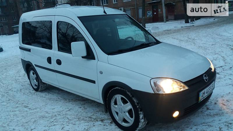 Opel Combo пасс. 2007 года в Житомире
