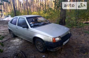 Opel Kadett 1988 в Дубровице