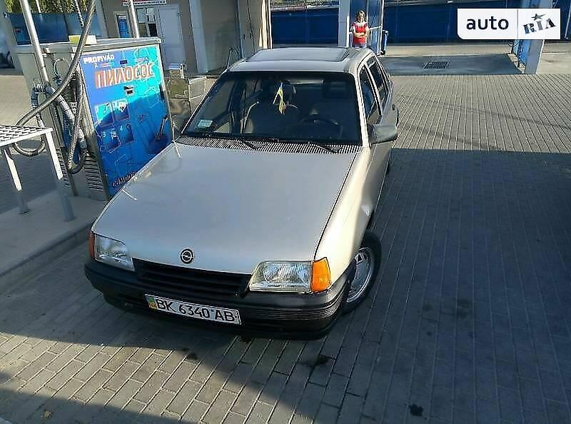 Opel Kadett 1989 в Сарнах