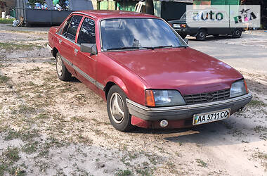 Седан Opel Rekord 1985 в Киеве
