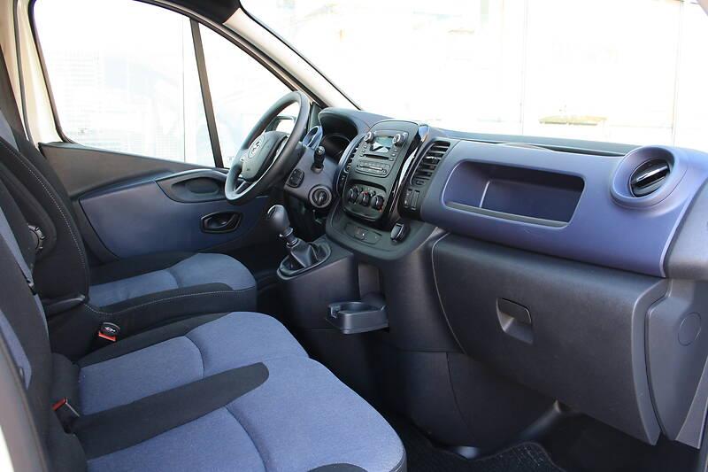 Opel Vivaro пасс. 9 мест 2016