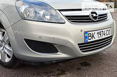 Opel Zafira 2011 в Вараше