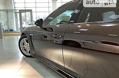 Седан Porsche Panamera 2012 в Кривому Розі