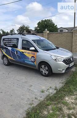 Легковой фургон (до 1,5 т) Renault Dokker пасс. 2017 в Киеве