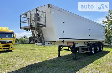 Зерновоз - напівпричіп Schmitz Cargobull SKI 2009 в Чернівцях
