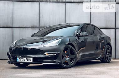 Хэтчбек Tesla Model 3 2018 в Киеве