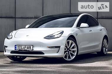 Седан Tesla Model 3 2021 в Киеве
