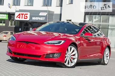 Седан Tesla Model S 2015 в Тернополі