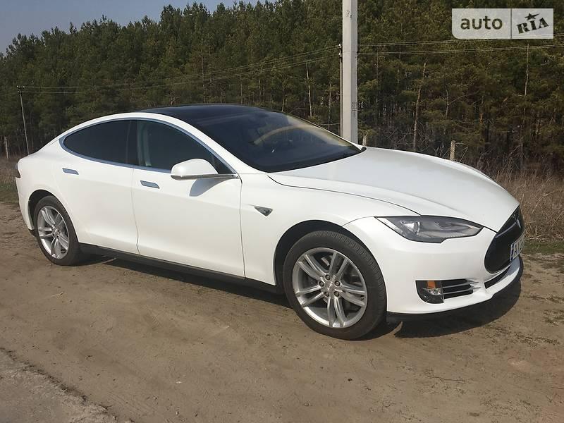 Седан Tesla Model S 2013 в Борисполі