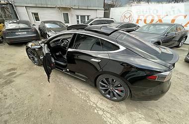 Лифтбек Tesla Model S 2016 в Киеве