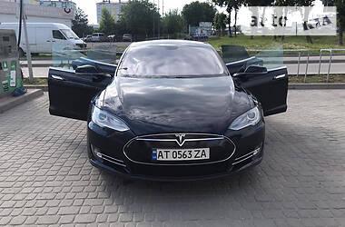 Седан Tesla Model S 2013 в Долине