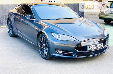 Лифтбек Tesla Model S 2015 в Львове