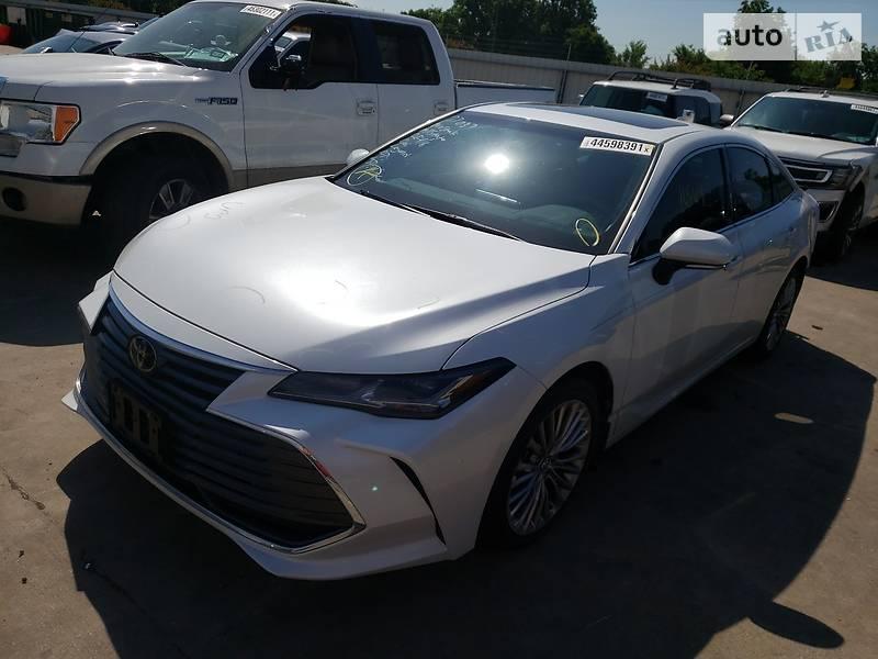 Седан Toyota Avalon 2019 в Киеве