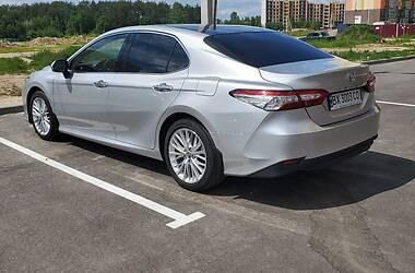 Седан Toyota Camry 2019 в Чернигове