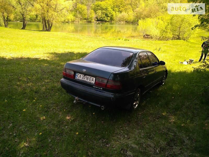 Седан Toyota Carina 1993 в Шполі
