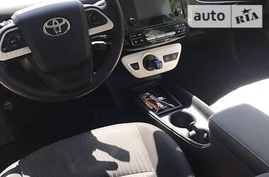 Седан Toyota Prius 2016 в Киеве