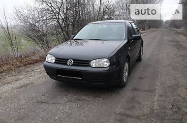 Volkswagen Golf IV 2000 в Тростянце