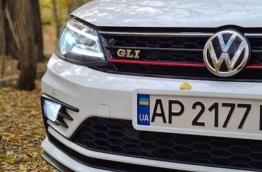 Седан Volkswagen Jetta 2017 в Запоріжжі