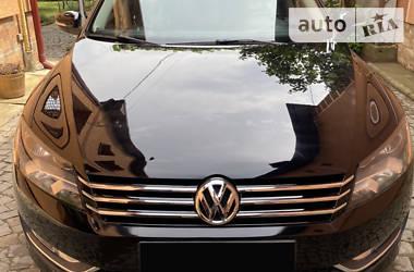 Седан Volkswagen Passat B7 2015 в Ужгороде