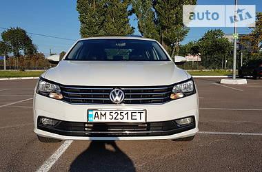 Седан Volkswagen Passat B7 2015 в Житомире