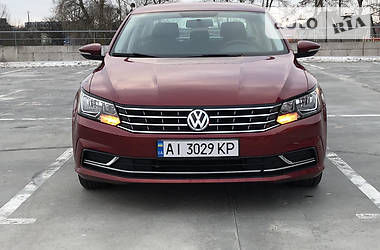 Седан Volkswagen Passat B8 2016 в Киеве