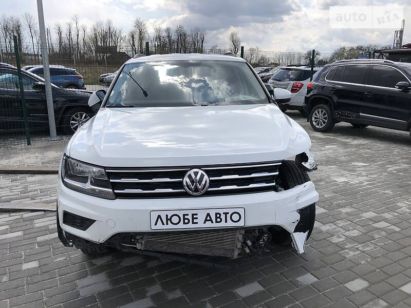 https://cdn0.riastatic.com/photosnew/auto/photo/volkswagen_tiguan__389802090f.jpg