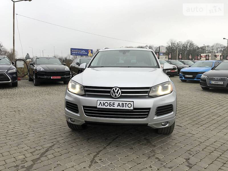 https://cdn0.riastatic.com/photosnew/auto/photo/volkswagen_touareg__366990285f.jpg