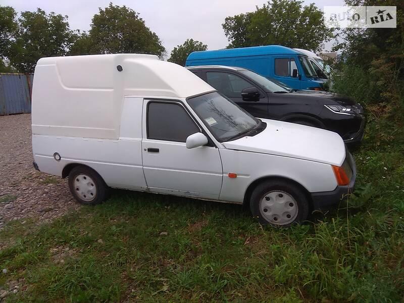 ЗАЗ 1102 Таврия 2000 року в Чернівцях