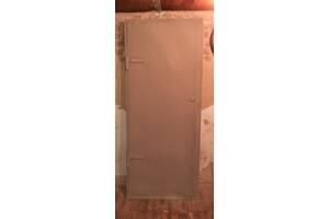 Двери металлические (2& times; 2мм) с коробками (6мм)