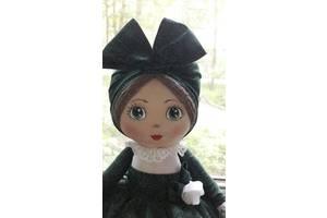 Кукла-грелка на заварочный чайник ручной работы в зелёном сарафане